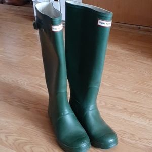 Hunter Tall Green Matte Rain Boots size 8